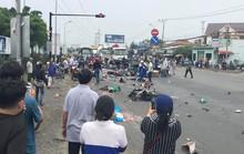 Xe container tông 18 xe máy dừng đèn đỏ ở Long An, 4 người chết, 18 người bị thương