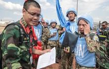 Rơi nước mắt cuộc gặp cách ngàn dặm giữa chiến sĩ gìn giữ hoà bình và người thân quê nhà