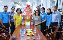Chủ tịch LĐLĐ TP HCM thăm doanh nghiệp tiêu biểu và công nhân khó khăn