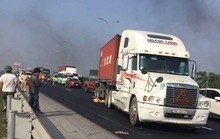 Xe container lao vào nhóm công nhân đang thi công trên cao tốc, ít nhất 1 người tử vong