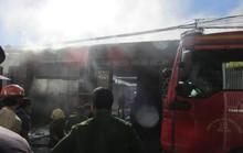 Mâu thuẫn trong làm ăn, mang xăng tới đốt nhà làm 1 người chết