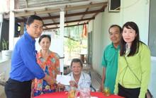 Chương Trình Xuân nhân ái – Tết yêu thương: Trao tiền hỗ trợ 2 công nhân bị TNLĐ ở Bạc Liêu