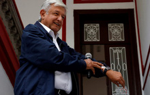 Tân tổng thống Mexico nghèo nhưng hãy nhìn vợ ông ấy...