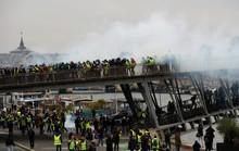 Biểu tình áo ghi-lê vàng nổi lửa bạo lực, đòi Tổng thống Pháp từ chức