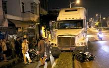 VIDEO: Bàng hoàng xe container mất lái  tông văng 2 xe máy ở trung tâm TP HCM