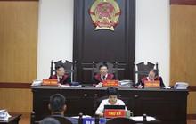 Người đại diện bị ốm, Công ty Tuần Châu xin hoãn tòa xử vụ kiện đạo diễn Việt Tú