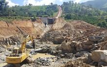 Nổ mìn phá đá xây thủy điện làm thủng nhà dân