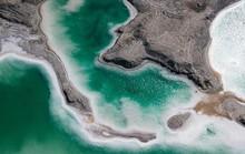 Chiêm ngưỡng loạt hồ nước màu xanh, đỏ bí ẩn khắp thế giới