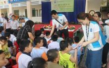 Pou Yuen chia sẻ yêu thương