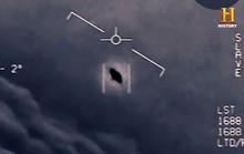 Cựu phi công Hải quân Mỹ tiết lộ về UFO trồi lên từ dưới biển