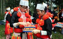 Bí quyết đưa thuật trang trí trên trang phục truyền thống của người Dao đỏ thành di sản quốc gia