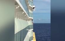 """Bị cấm đặt chân lên du thuyền cả đời vì """"tự sướng"""""""