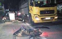 Tông đuôi xe tải đang dừng bên đường, 2 chú cháu ruột đi xe máy tử vong tại chỗ