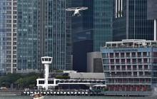 Taxi bay 18 cánh quạt cất cánh ở Singapore