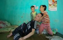 Báo Người Lao Động trao 5 triệu đồng cho cặp vợ chồng tật nguyền ở Thanh Hóa