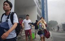 Nhiều người ôm tài sản tháo chạy khi khu dân cư bốc cháy