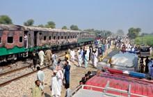 Bà hỏa viếng xe lửa đang chạy, ít nhất 73 người tử vong