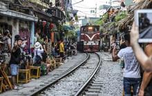 Bộ Giao thông vận tải đề nghị Hà Nội giải tán các tụ điểm cà phê, chụp ảnh trên đường sắt