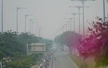 Bầu trời mù mịt đến khó tin ở đại lộ Võ Văn Kiệt sáng 6-10
