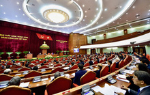 Ngày làm việc thứ nhất của Hội nghị Trung ương 11