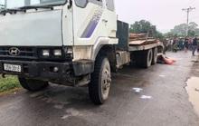 Người đàn ông đi xe máy tự ngã xuống đường, bị xe tải cán tử vong