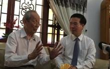 Ông Võ Văn Thưởng thăm và lắng nghe GS Trần Hồng Quân chia sẻ trăn trở về giáo dục
