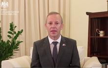 Clip Đại sứ Anh chia sẻ về việc người Việt Nam là nạn nhân vụ 39 người chết