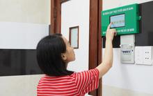 Gắn màn hình để bệnh nhân đánh giá bác sĩ