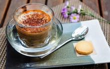 Thưởng thức cà phê trứng tại TP HCM