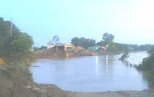 Cầu Chắc Rè đang thi công, đường dẫn bị hà bá nuốt chửng trong đêm