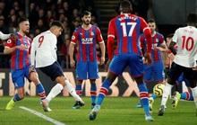 Liverpool thách thức sân cỏ Ngoại hạng