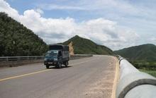Né trạm thu phí, hàng loạt ô tô chạy chui tuyến đường cao tốc đang thi công