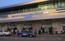 Cặp đôi người Việt bị bắt vì mang 1,1 triệu USD lên máy bay