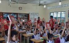 Nhóm tài xế Goviet âm thầm quyên góp quà tặng cho học sinh