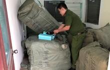 Tạm giữ 8 tấn hàng nhập lậu để bán Tết tại Ga Đà Nẵng