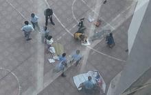 Nam sinh viên trường Kiến trúc rơi từ tầng 13 trúng người khác, 2 người thương vong