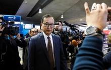 Ông Sam Rainsy lên được máy bay nhưng không có đường về Campuchia?
