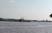 Tàu chở gạch chìm trên sông, 2 người mất tích sau tiếng kêu cứu