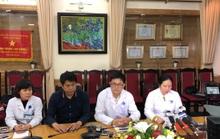 Bệnh viện Xanh Pôn gặp gỡ báo chí về vụ que thử HIV, viêm gan B bị cắt đôi