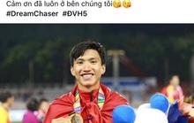 Văn Hậu, Đức Chinh, Tiến Linh... khoe vàng, gửi lời cảm ơn người hâm mộ