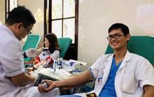 Trước khi vào phòng mổ, nhiều bác sĩ vẫn hào hứng hiến máu cứu người bệnh