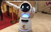 Ngân hàng đầu tiên của Việt Nam đưa robot phục vụ khách