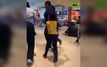 Cơn ác mộng giẫm đạp nhau khi tiếng súng nổ ở trung tâm thương mại