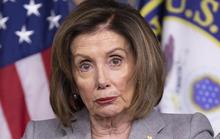Ông Trump chế giễu bà đầm thép Pelosi rụng răng