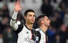 Ronaldo lập kỷ lục ghi bàn, Juventus bám sát ngôi đầu bảng