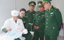 Bắt quả tang 2 kẻ buôn người Trung Quốc đưa trẻ sơ sinh qua biên giới bán