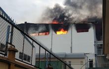Công ty bánh kẹo rộng hàng ngàn mét vuông chìm trong biển lửa
