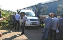 Đồng Nai: Ô tô 16 chỗ bị tàu hỏa tông văng, 5 người bị thương