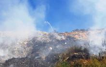 Cận cảnh núi rác Cam Ly bốc cháy, khói bụi bao trùm TP Đà Lạt