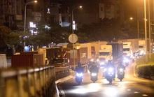 TP HCM kẹt xe lúc nửa đêm do xe container ùn ùn vào khu trung tâm